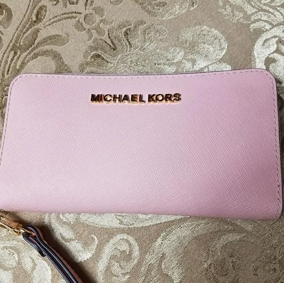 5d9e70766d1513 Michael Kors Bags | Pink Blossom Wallet Gold Zipper Jet Set Phone ...